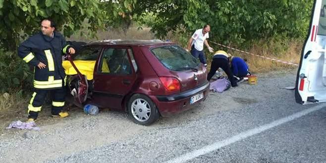 Otomobil ağaca çarptı: 4 ölü, 4 yaralı