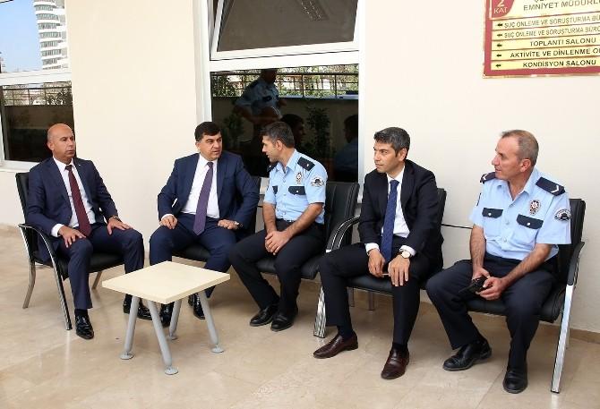 Başkan Fadıloğlu Görevi Başındaki Polislerin Bayramını Kutladı