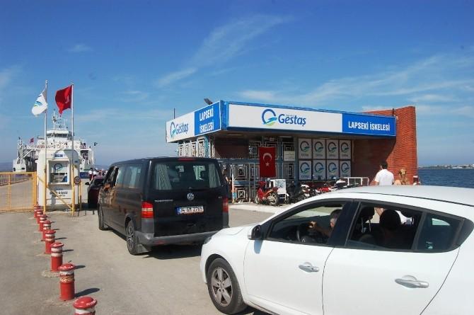Lapseki'de Yoğun Araç Kuyruğu