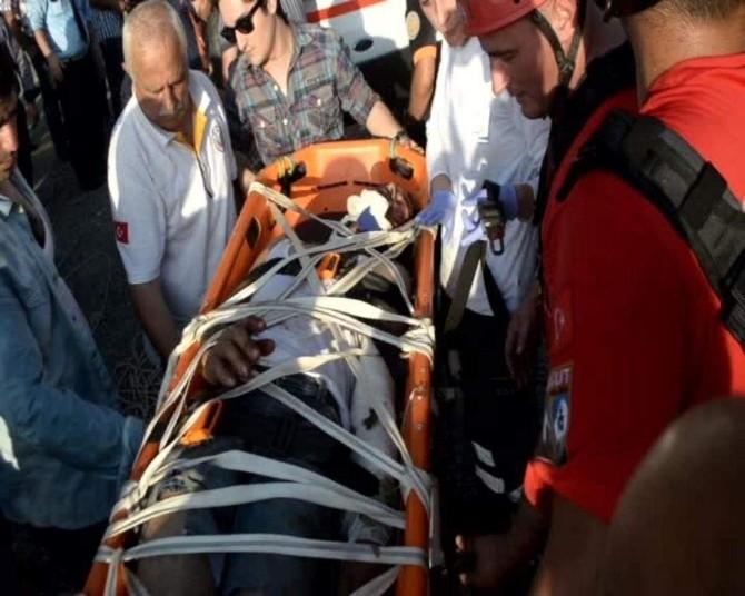 Kurbanlık Taşıyan Kamyon Uçuruma Yuvarlandı: 1 Yaralı