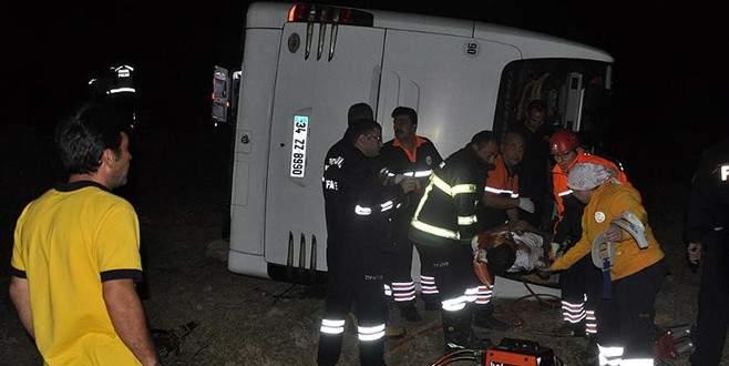 Yolcu otobüsü devrildi: 1 ölü, 38 yaralı