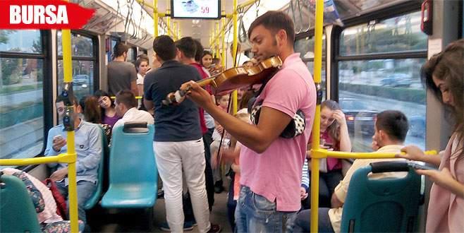 Metroda keman ziyafeti