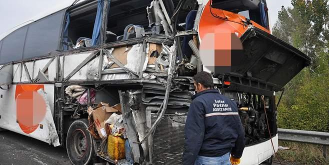 Emniyet şeridinde feci kaza: 2 ölü, 4 yaralı