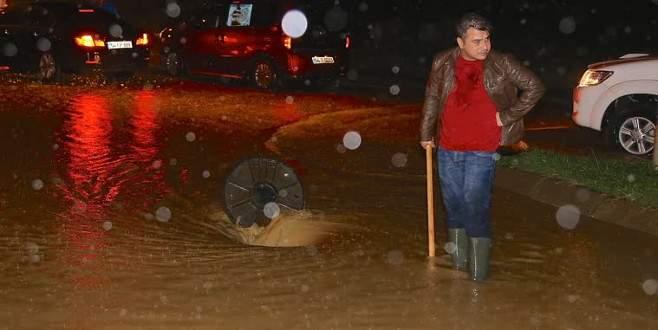Sakarya'da dereler taştı, mahalleler sular altında kaldı!