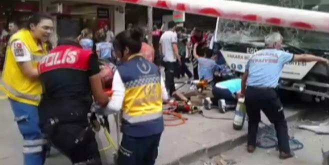 Otobüs durağa daldı: 12 ölü!