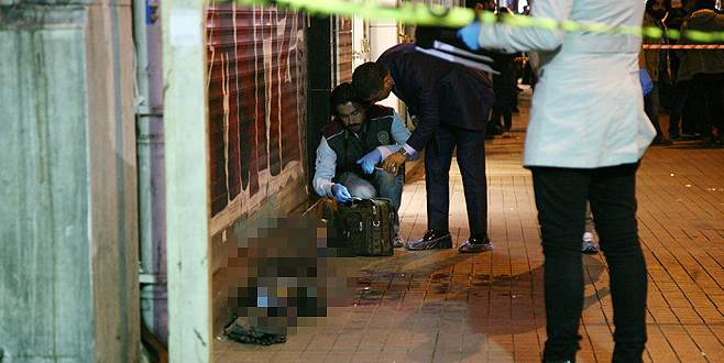 Cadde ortasında intihar: Tek kurşunla 1 ölü, 1 yaralı