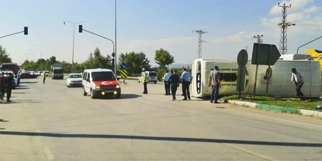 Bursa'da yolcu midibüsü yan yattı: 31 yaralı