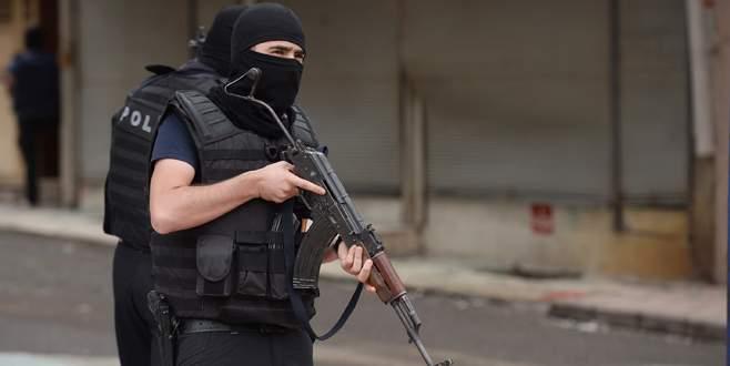Silvan'da polisler hedefte