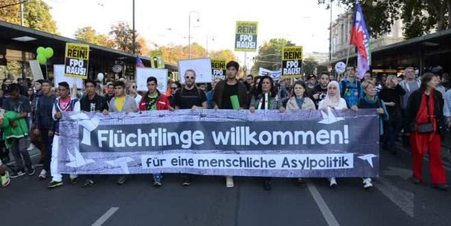 100 bin kişi mülteciler için yürüdü