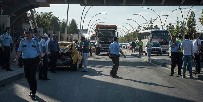 Hafriyat kamyonu dehşet saçtı: 15 yaralı