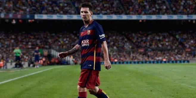 Yıldız futbolcu Messi'ye kötü haber
