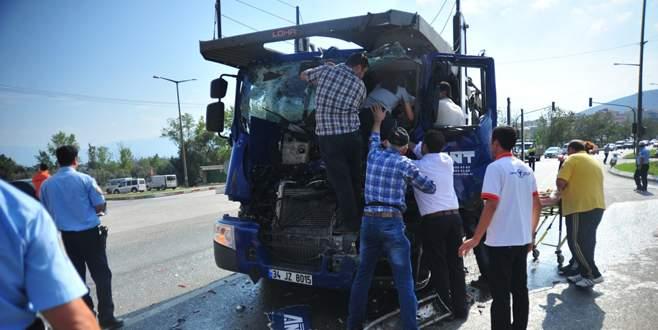 Bursa'da zincirleme kazada can pazarı