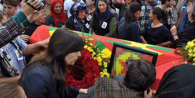 HDP'li milletvekilleri terörist cenazesinde!