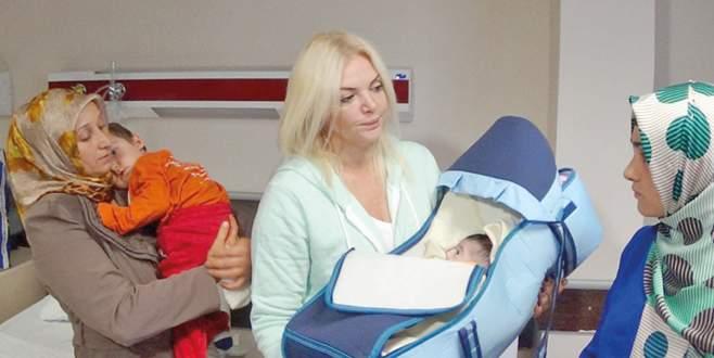 Hasta çocuklara Fulden yardımı