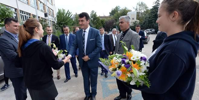 Dündar'dan Bursa Anadolu Lisesi'ne ziyaret