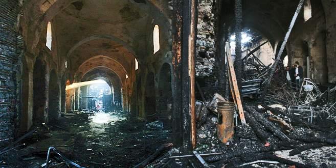 Kapalıçarşı yangınının tahribatı gün ağarınca ortaya çıktı