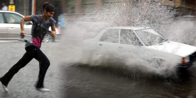 Bursa yağmura hazırlıksız yakandı