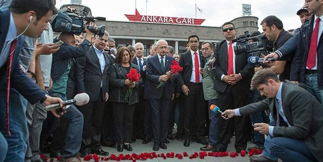 Kılıçdaroğlu patlamanın yaşandığı yere karanfil bıraktı