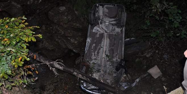 Otomobil 50 metreden dere yatağına uçtu: 4 yaralı!