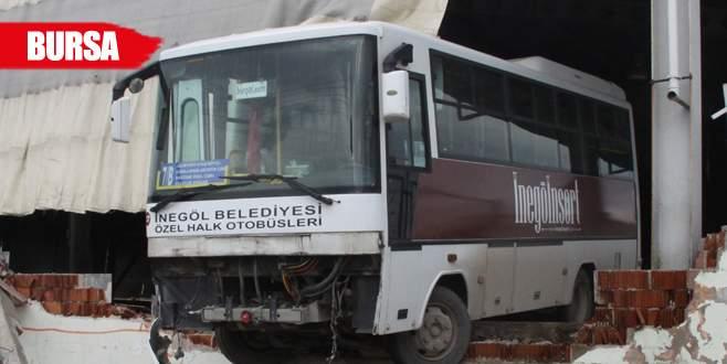 Otobüs şoförü vites karıştırdı