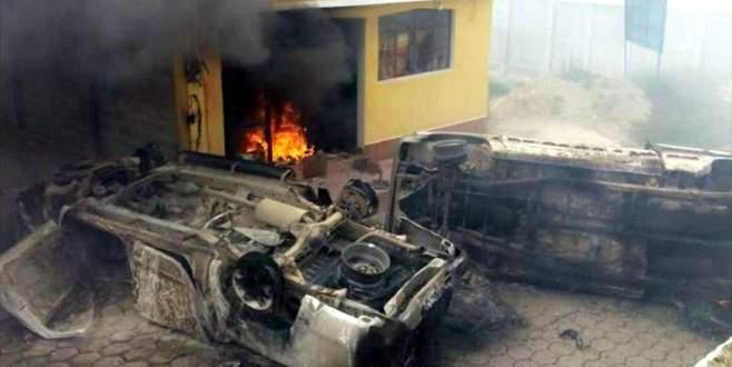 Belediye başkanını linç edip diri diri yaktılar