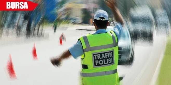 Trafik kontrolünde durdurulan araçtan bin paket kaçak sigara çıktı