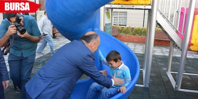 Sağlık Bakanı Müezzinoğlu parkta çocuklarla eğlendi