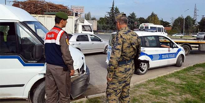 Bursa'da askeri araç kaza yaptı!