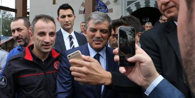 Vatandaşlardan Gül'e 'selfie' ilgisi