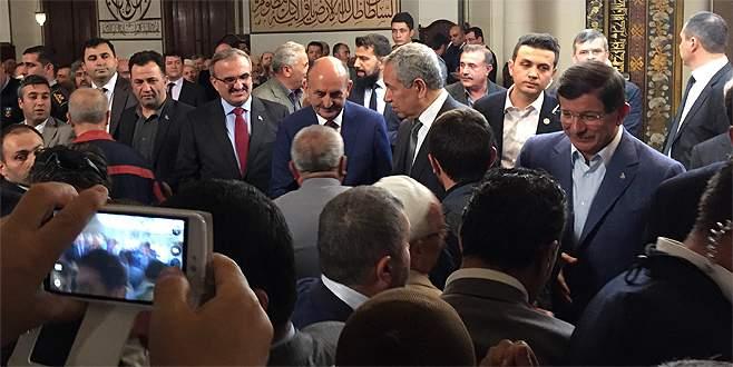 Davutoğlu'na Ulucami'de sevgi seli