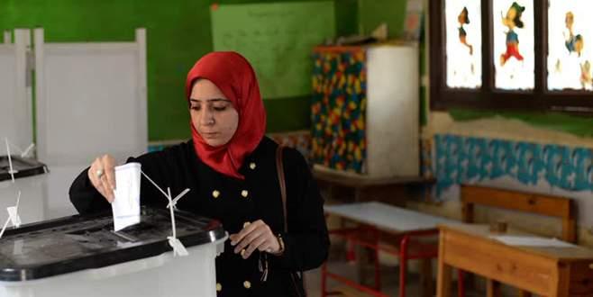Mısır'da parlamento seçimleri için halk sandığa gitti