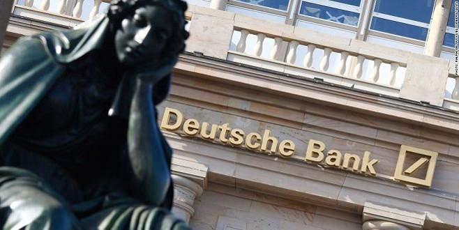 Deutsche Bank'ta deprem sürüyor