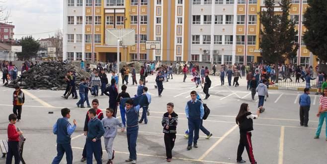 Okulun bahçesinde düşen öğrenci öldü