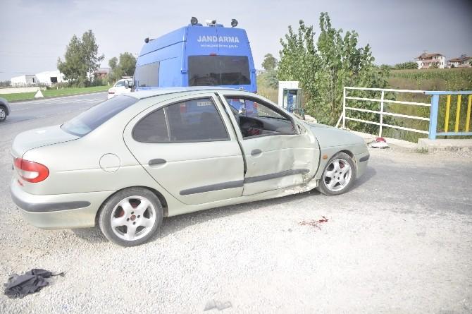 Manavgat'ta Motosiklet İle Otomobile Çarpıştı: 1 Yaralı