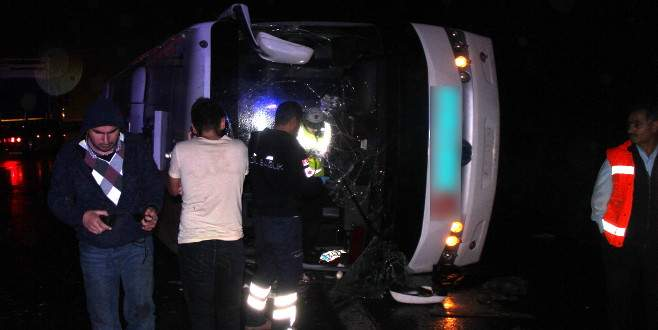 Yolcu otobüsü devrildi: En az 20 yaralı