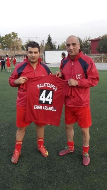 CHP'li Aslanoğlu, Malatyaspor Antrenmanında Futbolcularla Bir Araya Geldi