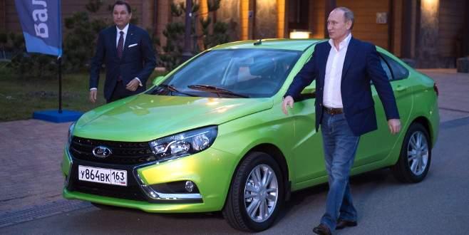 Putin, Lada'nın yeni modelini denedi