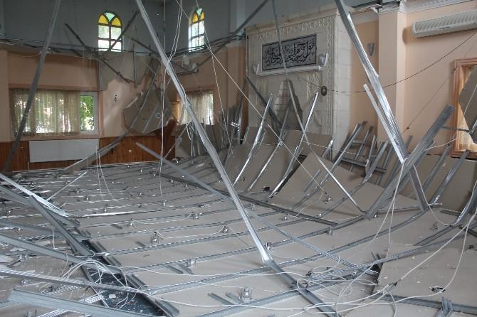 Caminin Asma Tavanı Çöktü Cemaat Ölümden Döndü
