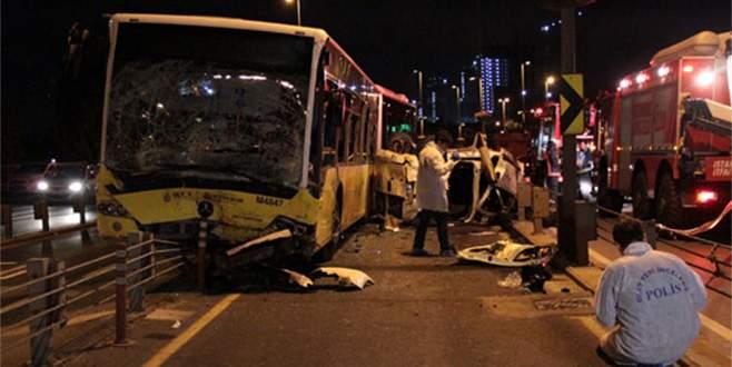 Metrobüsle araç kafa kafaya çarpıştı: 5 ölü 5 yaralı