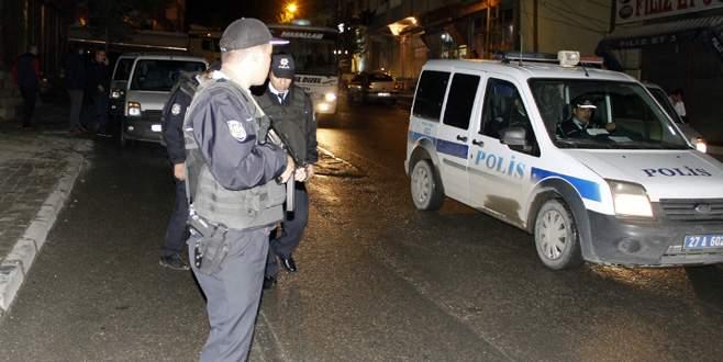 Silahlı saldırıya uğrayan komiser ağır yaralandı