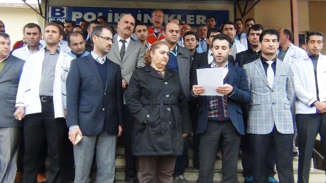 Erciş Devlet Hastanesi Çalışanları Terörü Lanetledi