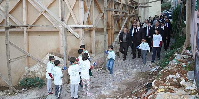 İvaz Paşa ile Molla Fenari mahallelerine yeni yol