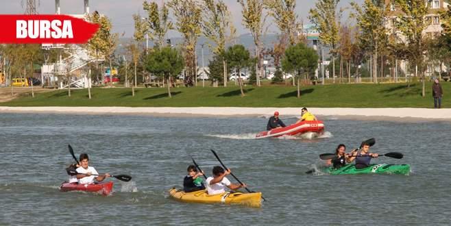 Hüdavendigar Parkı kano yarışlarıyla renklendi