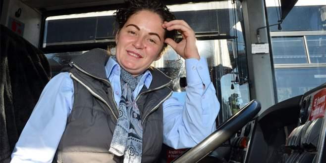 Belediye otobüsünde bayan şoför