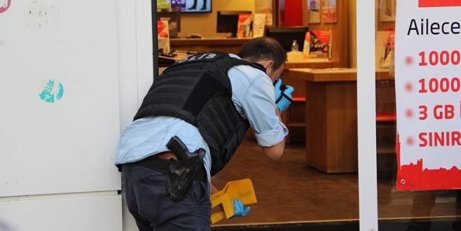 Mağazada silahlı kavga: 3 yaralı