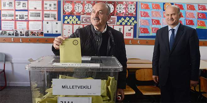 Müezzinoğlu'nun oy kullandığı sandıkta AK Parti birinci