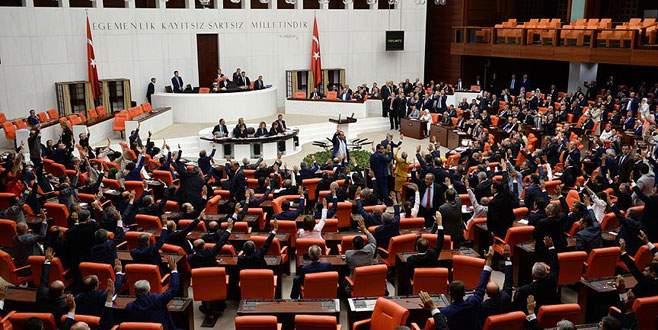 'Üç dönemlik' 23 AK Partili yeniden Meclis'te