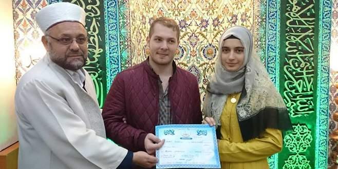 İmamdan görev yaptığı camide dini nikah töreni