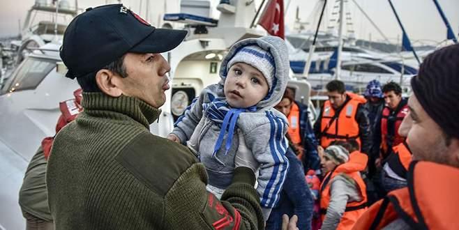 Yunanistan'a geçmeye çalışan 82 sığınmacı kurtarıldı
