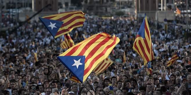 Katalonya, bağımsızlık yanlısı süreci başlattı